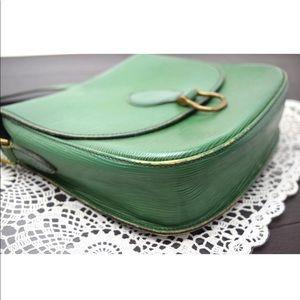 c8ef5bd006f7 Louis Vuitton Bags - Auth Louis Vuitton Saint Cloud GM Epi Green Bag